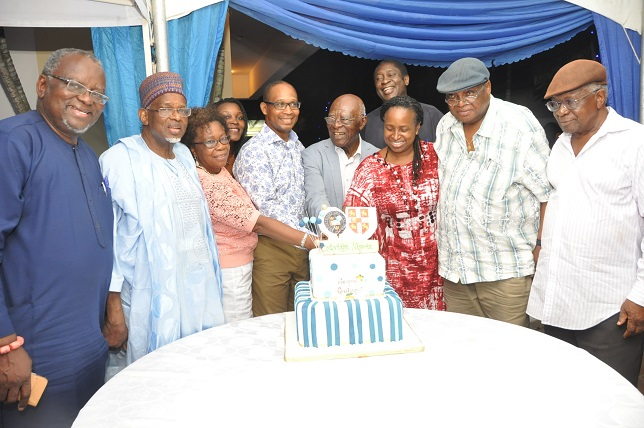 PIX 1. Cutting of the cake during the Garden Party